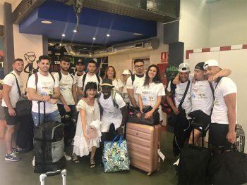 Groupe à l'aéroport de Barcelone